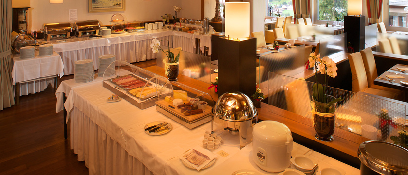 Hotel Belvedere, Grindelwald, Switzerland - breakfast buffet 2.jpg